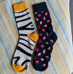 New! 2 pairs of men's novelty socks 🧦